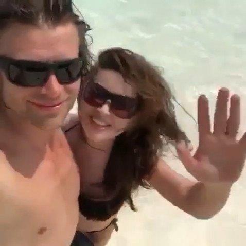 Погрязшая в долгах Анастасия Заворотнюк отметила день рождения мужа на Мальдивах