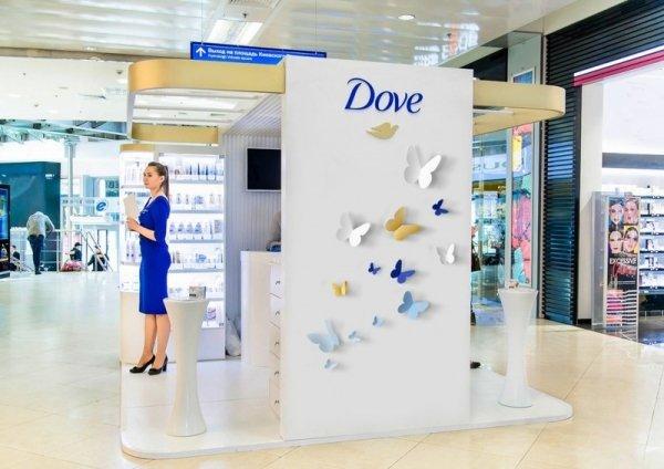 Dove дарит подарки женщинам к 8 марта