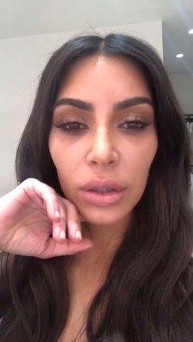 Ким Кардашьян показала, как ее кожа выглядит без тональной основы