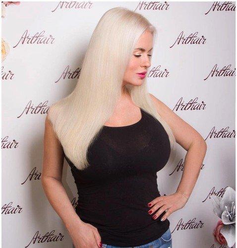 Анна Семенович перекрасилась в платиновую блондинку, но фанаты не оценили преображения певицы