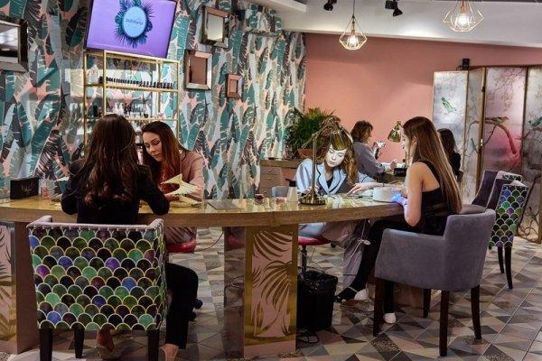 В Москве открылась студия красоты «ZAZЕРКАЛЬЕ» с самым большим выбором дизайна и техник нейл-арта