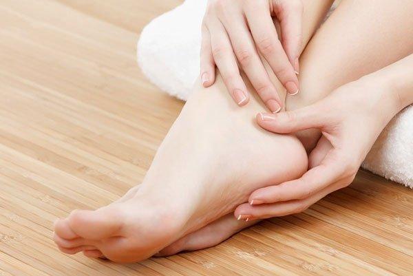 Шелушение кожи на пятках: причины и способы избавления
