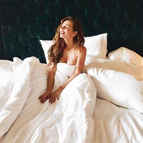 Обнаженные в постели: российские звезды задают новый инстаграм-тренд