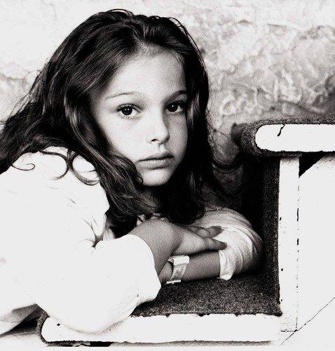 Портман, Уизерспун и другие селебы показали, как выглядели в детстве и юности