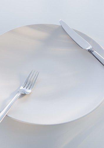 Не в своей тарелке: эксперты анализируют плюсы и минусы самых популярных диет