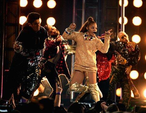 Горячие танцы в золотых трусах: вернувшейся на сцену Джанет Джексон аплодировали стоя