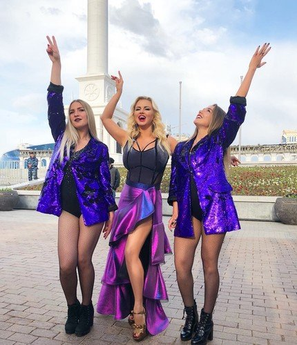 Анна Семенович стала стройнее своих танцовщиц