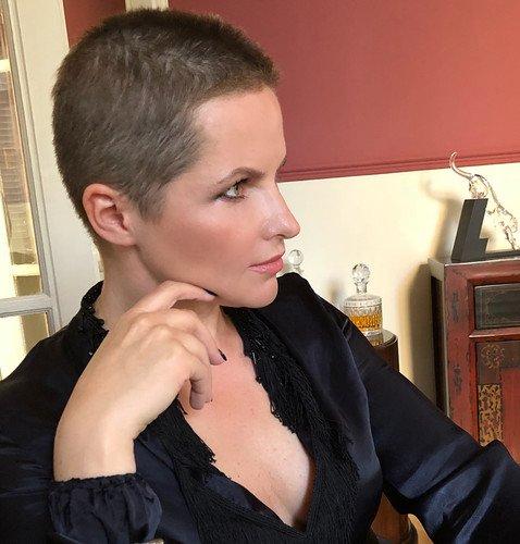 «Сбрить можно не только усы»: бывшая жена Дмитрия Пескова лишилась волос