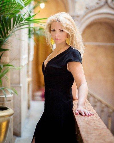 Экс-жена Пескова объяснила, зачем постриглась, и объявила, что выходит замуж
