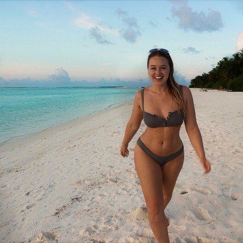 Похудела или отфотошопила: Искра Лоуренс поразила поклонников более подтянутым, чем обычно, телом