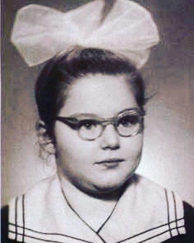 «Пухлые щечки ей очень идут»: в Сети появились детские фото Ирины Понаровской