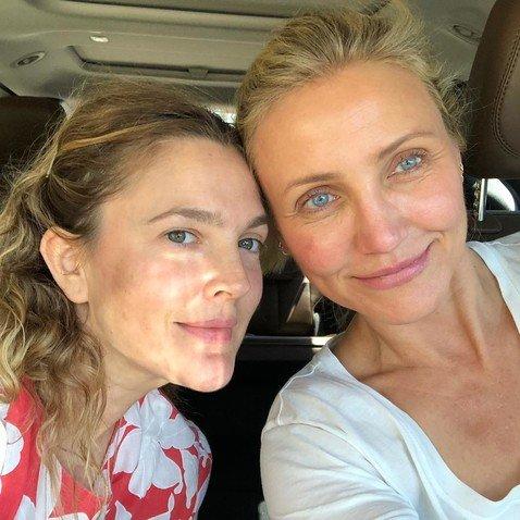 Больше не «Ангелы Чарли»: 43-летняя Бэрримор показала, как они с 45-летней Диаз выглядят без макияжа
