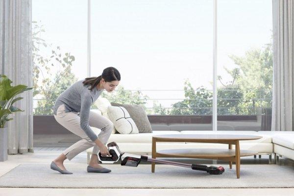 Легко и быстро: убираем квартиру с новым вертикальным пылесосом Samsung