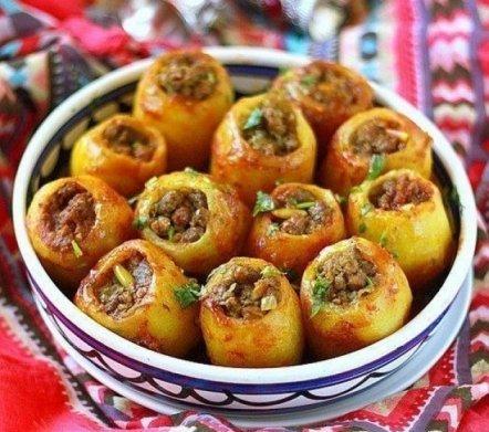 Фаршированная картошка — действительно вкусная и сытная пища!