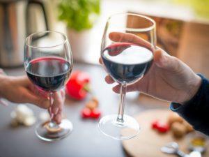 Красное вино полезно для здоровья кишечника