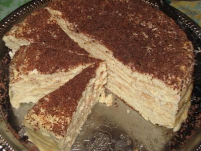 Мягкий, очень нежный и ароматный сырный торт на сковороде.