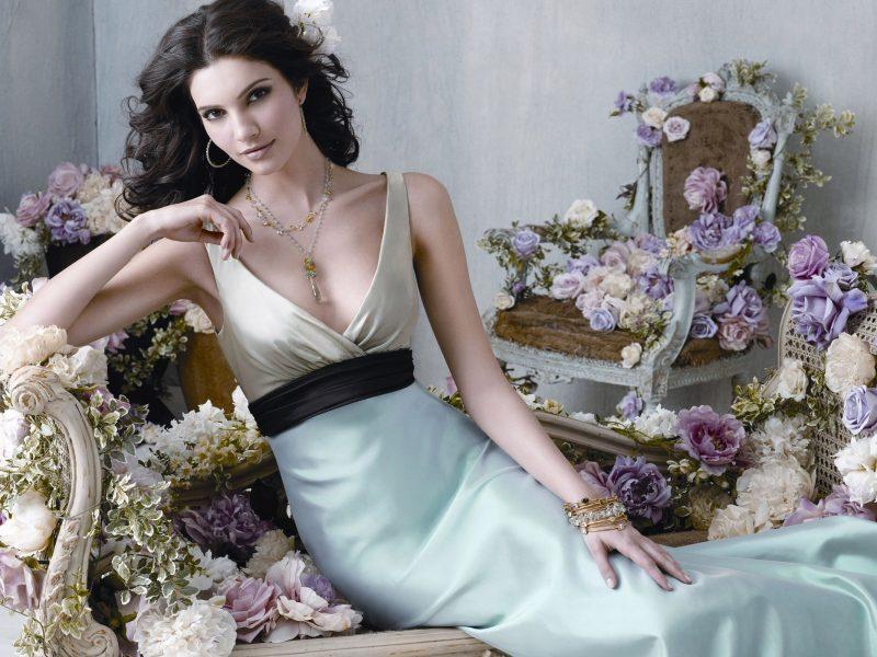 Вечернее платье – идеальное дополнение женской красоты