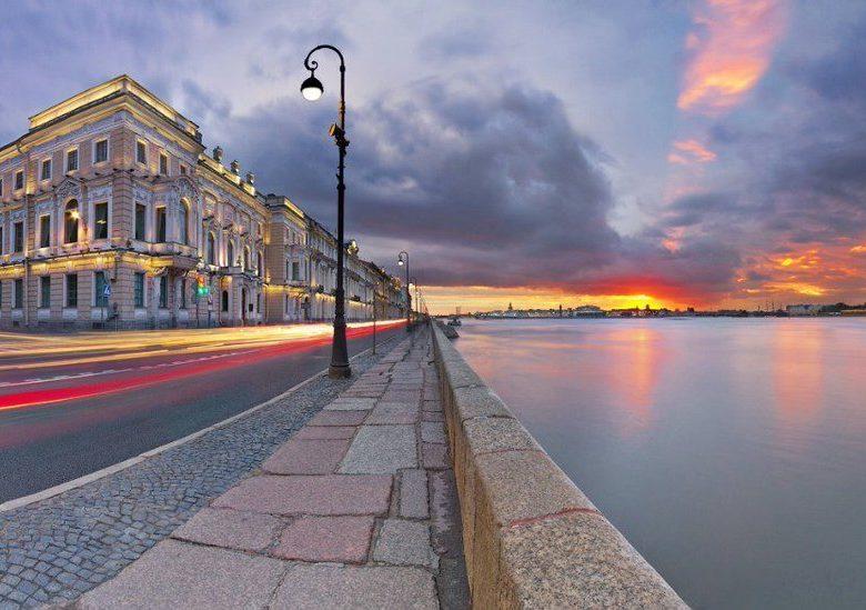Красивые места для свадьбы в СПб- видовая площадка на живописном берегу Невы